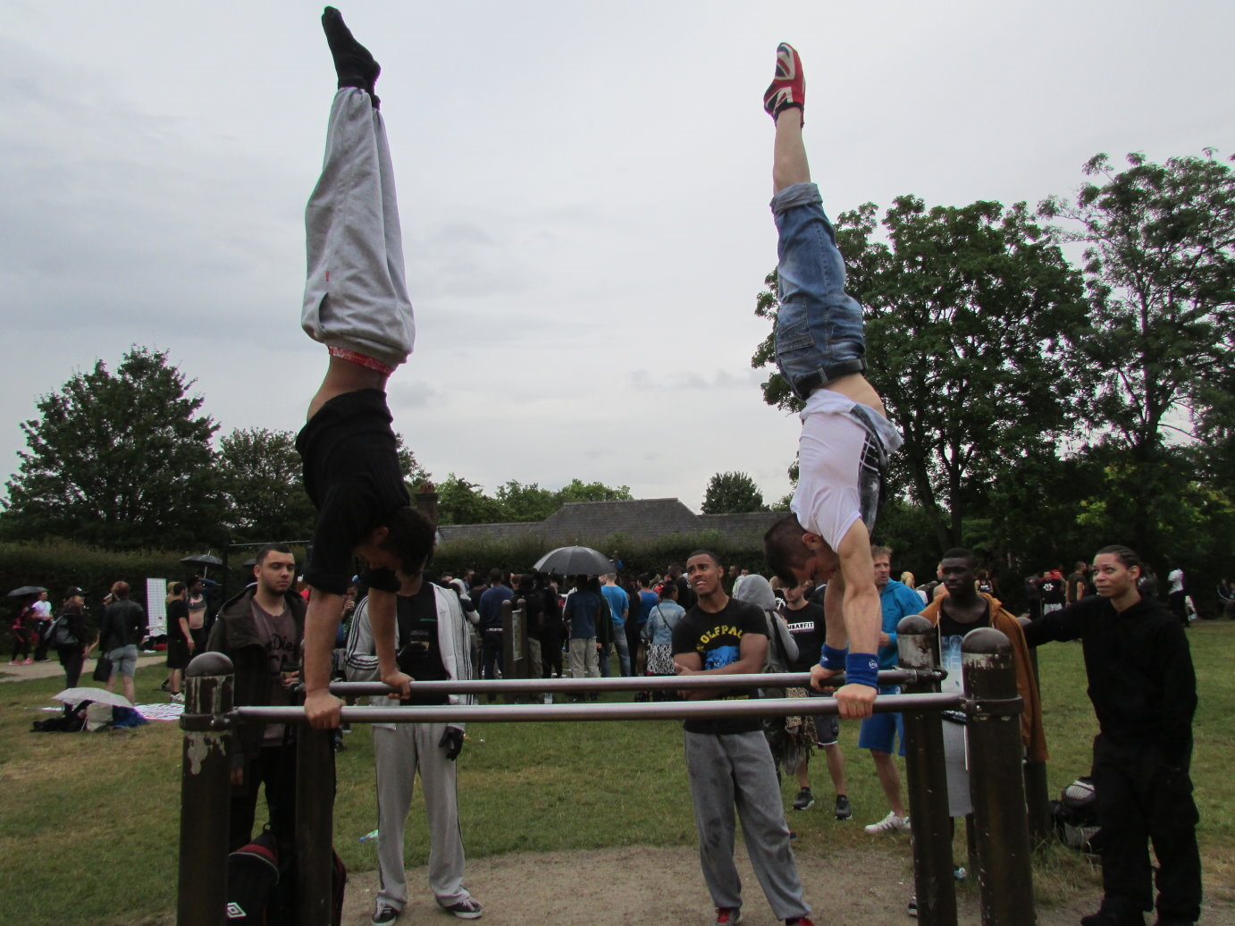 Street Workout - Handstand on Bar